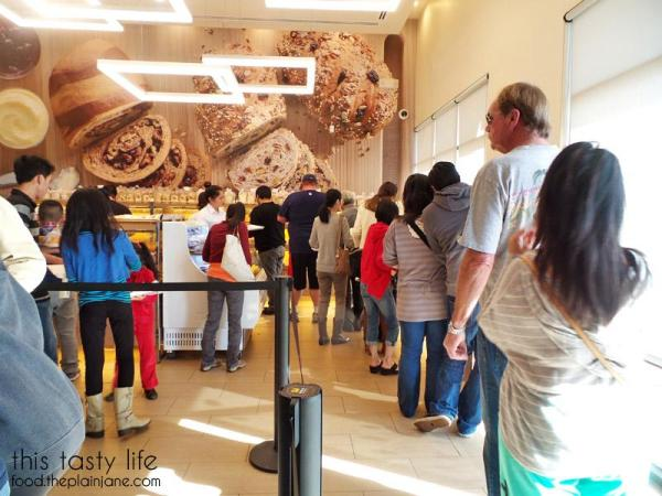 Line to get a tray at 85c Bakery San Diego | This Tasty Life