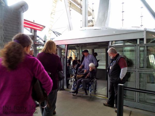 boarding-portland-aerial-tram