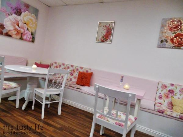 blush-desserts-seating-tables