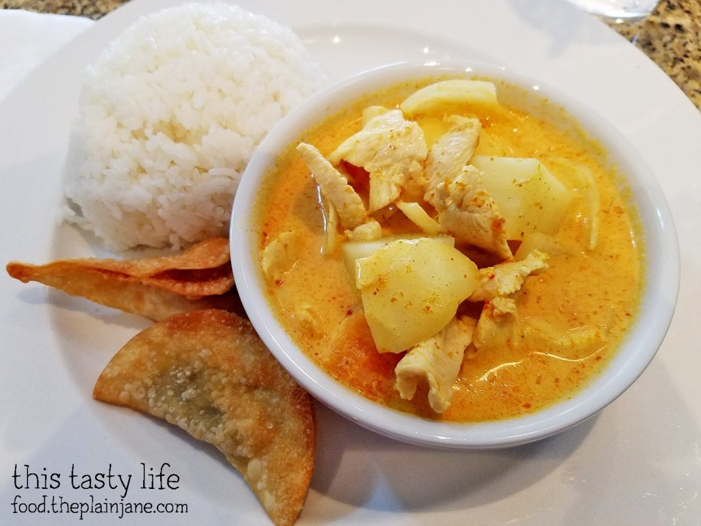 yellow-chicken-curry-chaba-thai