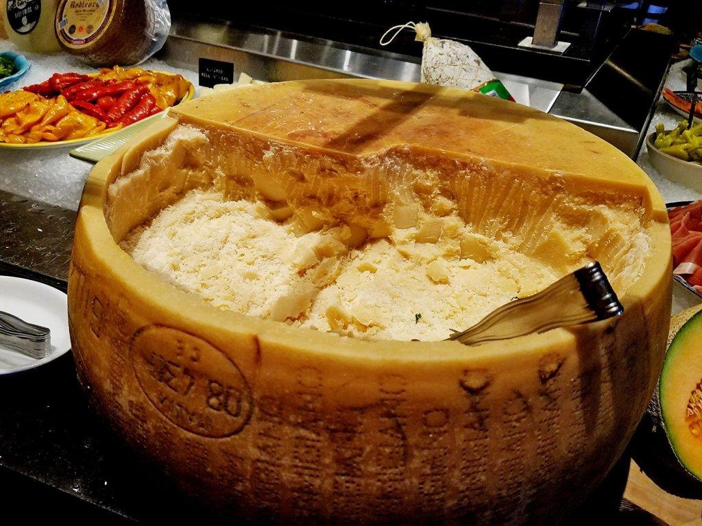 fogo-de-chao-cheese-wheel