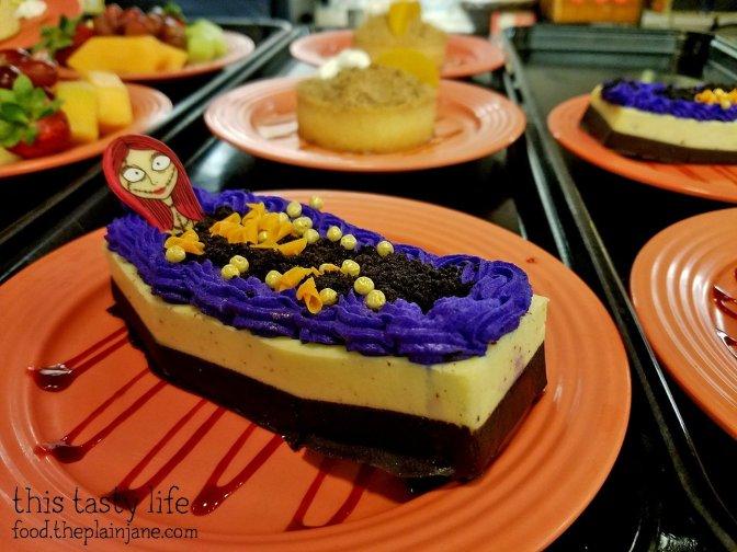 sally-coffin-cake-disneyland