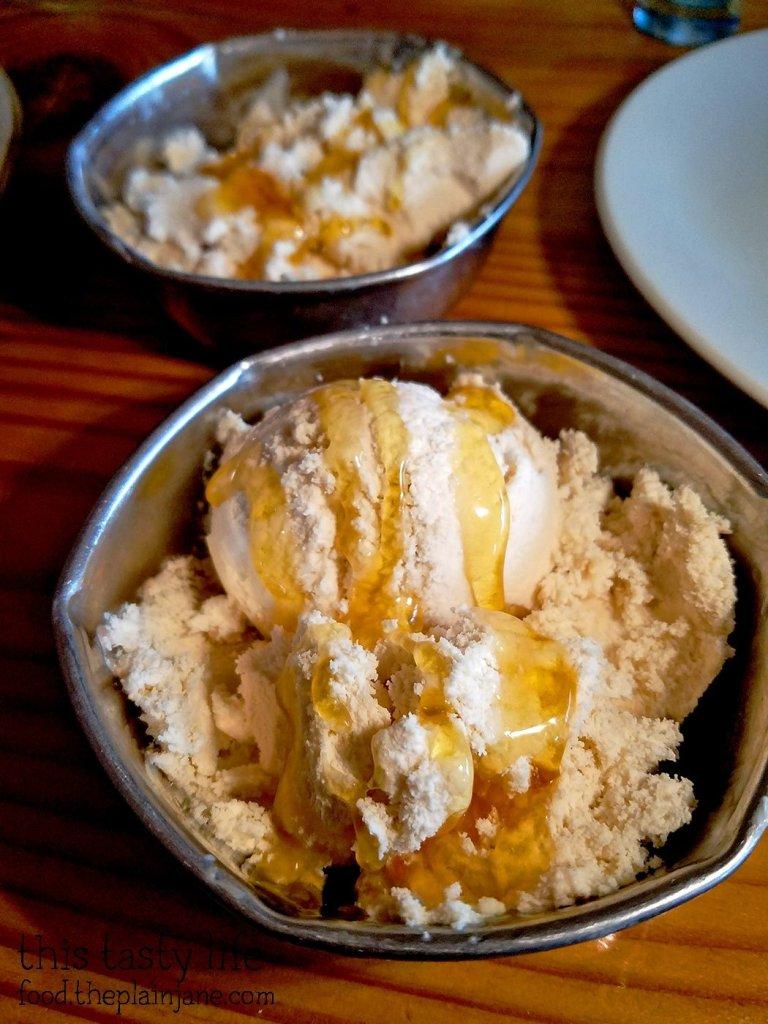 Honey Vanilla Ice Cream - Kafe Sobaka Restoran Pomegranate - San Diego, CA