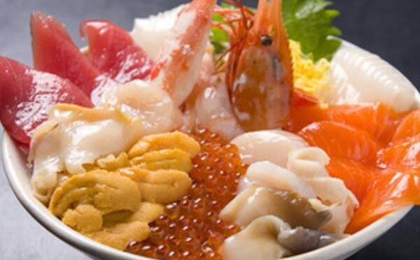 海と魚と私。おうちでじっくり味わうならば海鮮丼で。