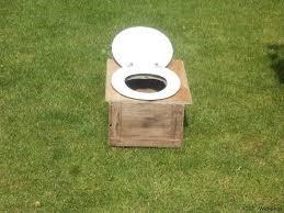 Des toilettes sèches. Agir pour la planète c'est prendre conscience que l'on peut faire différemment et essayer de temps en temps et de plus en plus souvent.