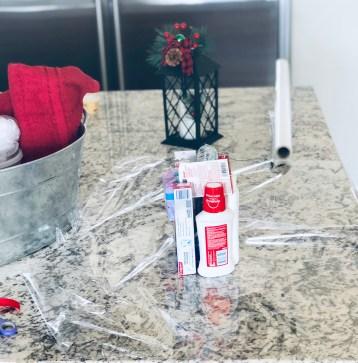 Scott ComfortPlus Toilet Paper Guest Bathroom Holiday Decor & Guest Basket Tutorial #UnbeatableComfort #ad