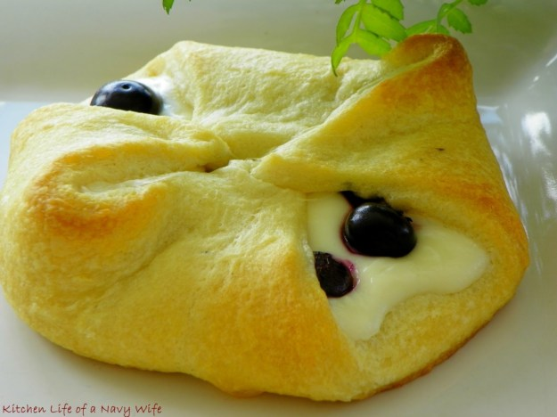 Blueberry-Cheese-Rolls