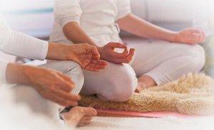 Deze afbeelding heeft een leeg alt-attribuut; de bestandsnaam is bewustzijn_meditie_kunalini_yoga-300x183.jpg