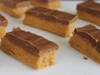 bars of four-ingredient fudge