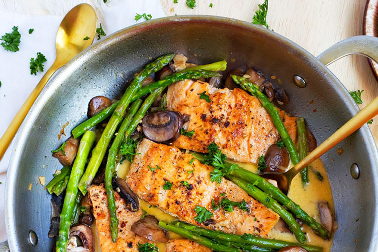 Creamy One-Pot Garlicky Salmon & Asparagus - Food & Nutrition Magazine - Stone Soup