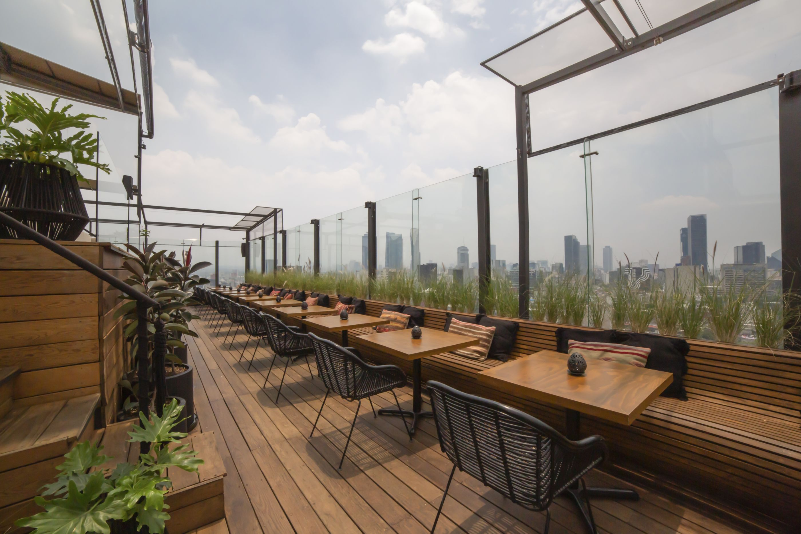 Los mejores rooftop bars del momento en la CDMX (para tomar un 'drink' en lo más alto, literalmente)