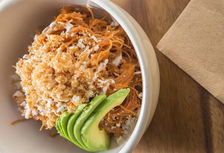 7 restaurantes para probar un fideo seco que te hará recordar el sazón de tu abuela en la CDMX