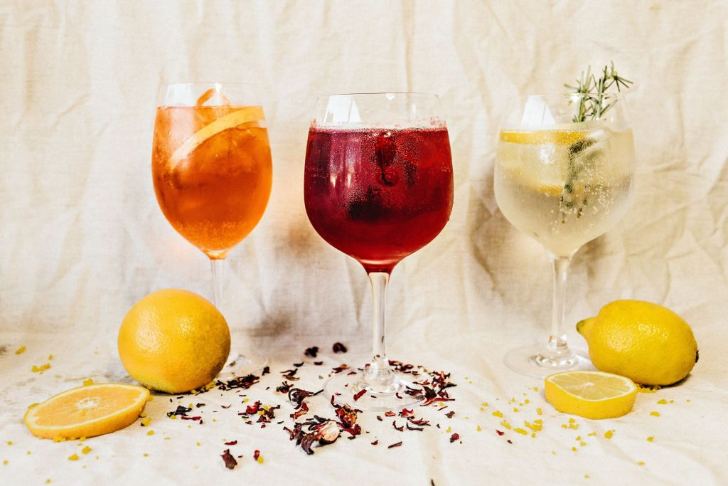 5 recetas de gin & tonic que puedes preparar en casa (ideales para el calor)