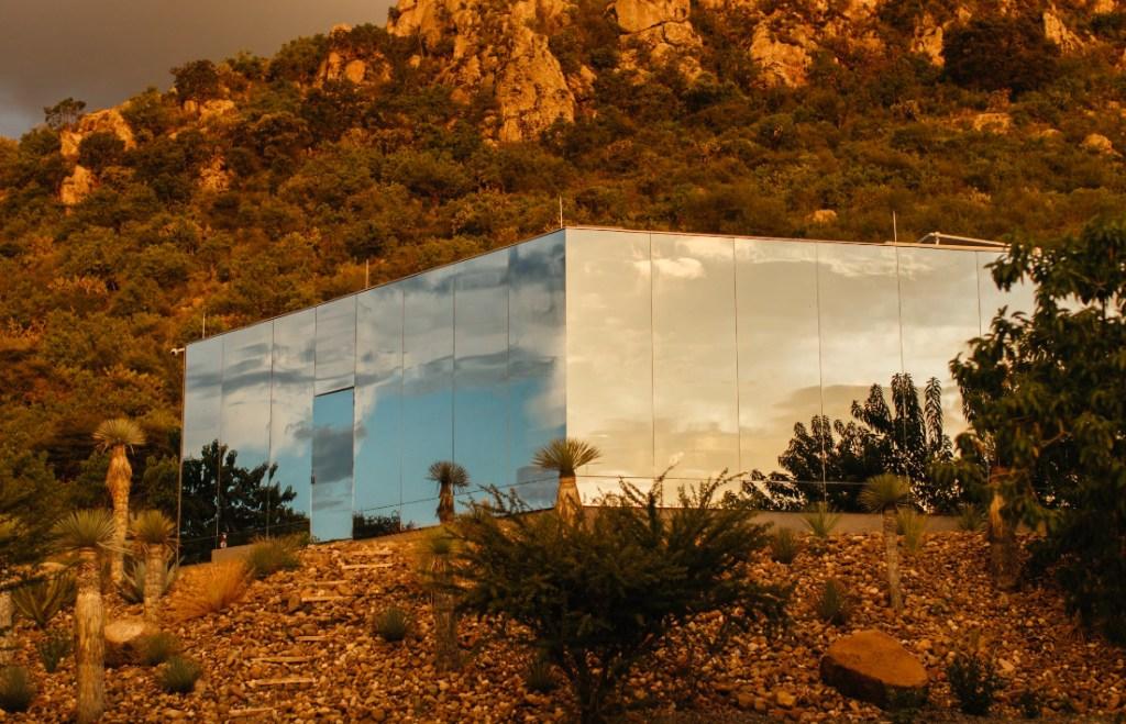 Hospédate en esta casa transparente de Guanajuato y duerme rodeado de naturaleza