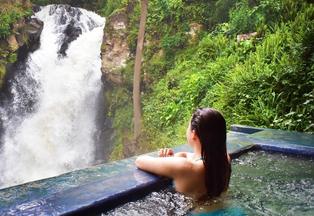 Este precioso hotel a solo 2 horas de la CDMX tiene su propia cascada natural
