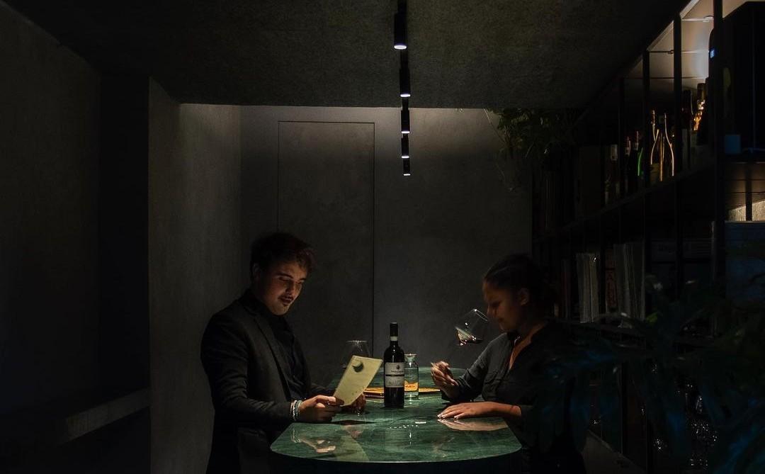Vive una tarde chic en este bar de vinos estilo Tokyo de la Juárez (es súper secreto)