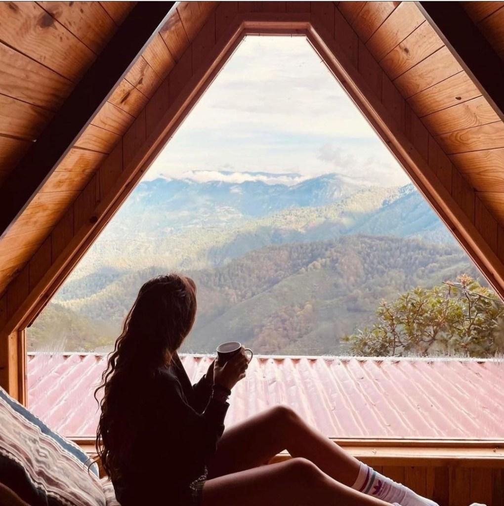Refúgiate en las cabañas estilo casa del árbol de San José del Pacífico (perfectas para un día lluvioso muy 'hygge')