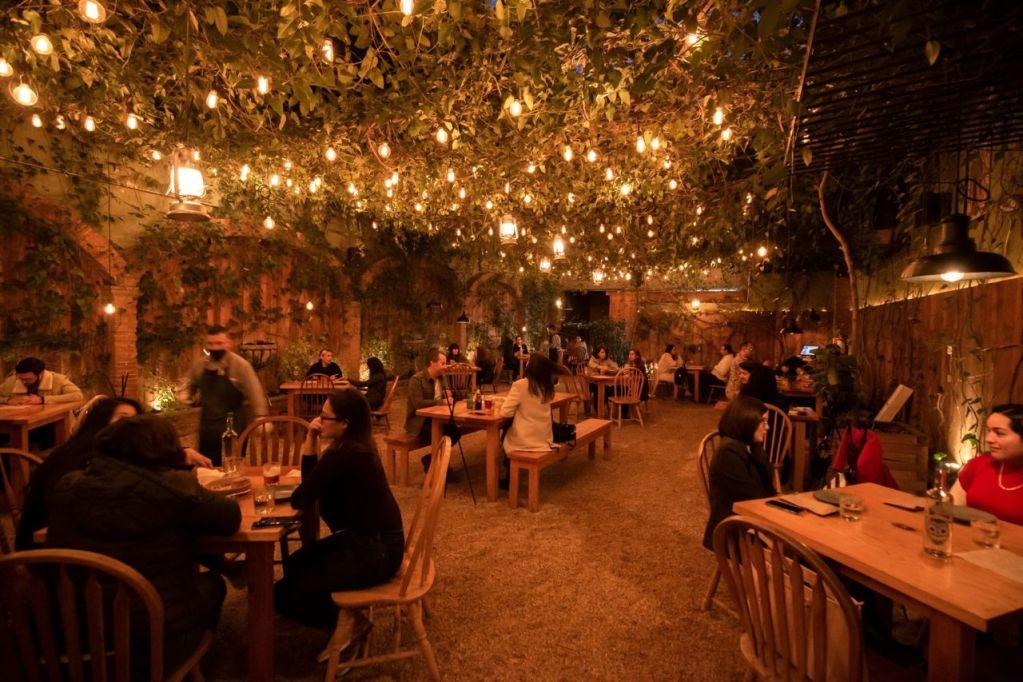 8 restaurantes en la CDMX que son excepcionalmente bonitos de noche (vale la pena ir cuando cae el son)
