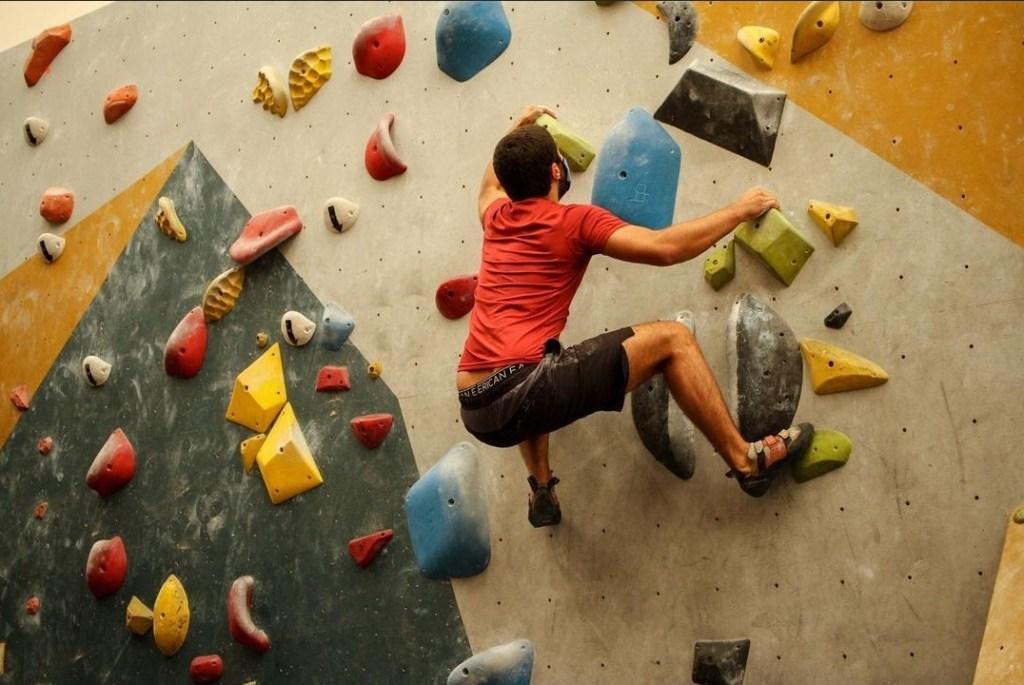 ¿Un día de escalar más cafecito? Rock Solid: el lugar que tiene la pared de boulder más grande de la CDMX