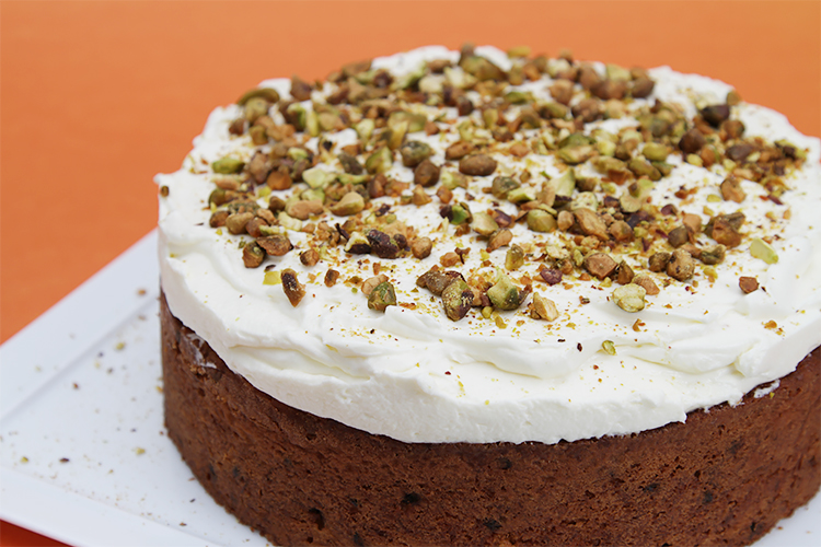 Carrot cake with currants and ginger-crème fraîche Chantilly