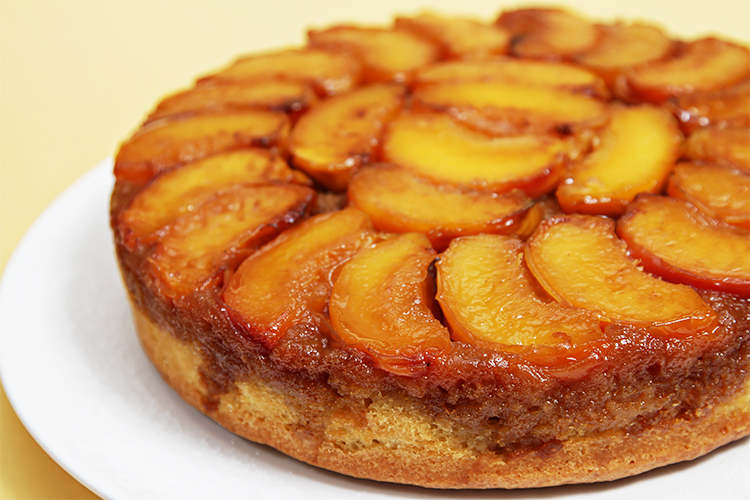Peach upside-down cake with Cognac caramel