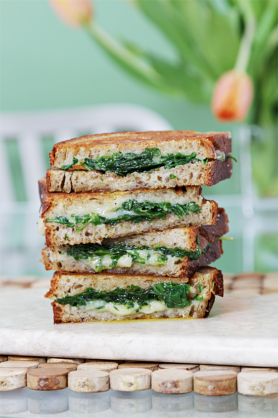 Grilled cheese sandwich with garlic confit & arugula