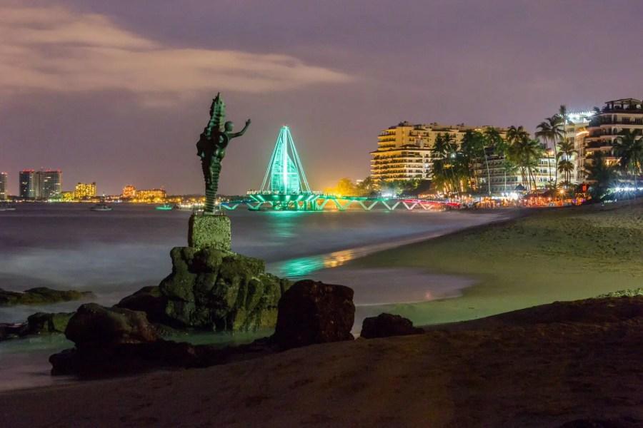 Resultado de imagen para puerto vallarta de noche paisaje