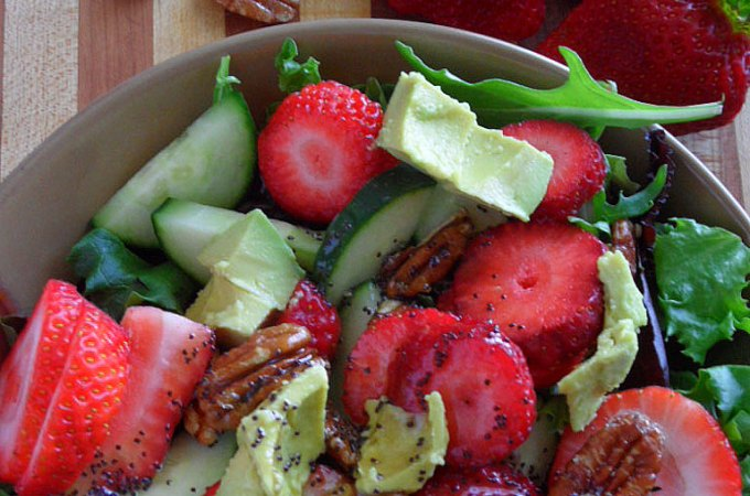 Nuts and Berries Spinach Salad Recipe
