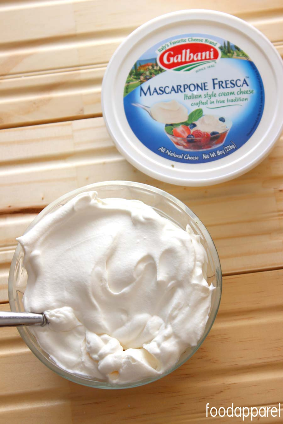 No-Deflate Make-Ahead Whipped Cream Recipe. One special ingredient helps this to last!  @foodapparel