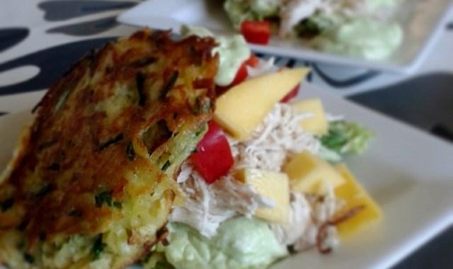 """Kartoffelpandekage med avocado, """"mangochutney"""" og pulled chicken"""