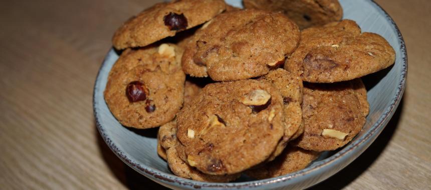 Småkager med hasselnødder og chokolade
