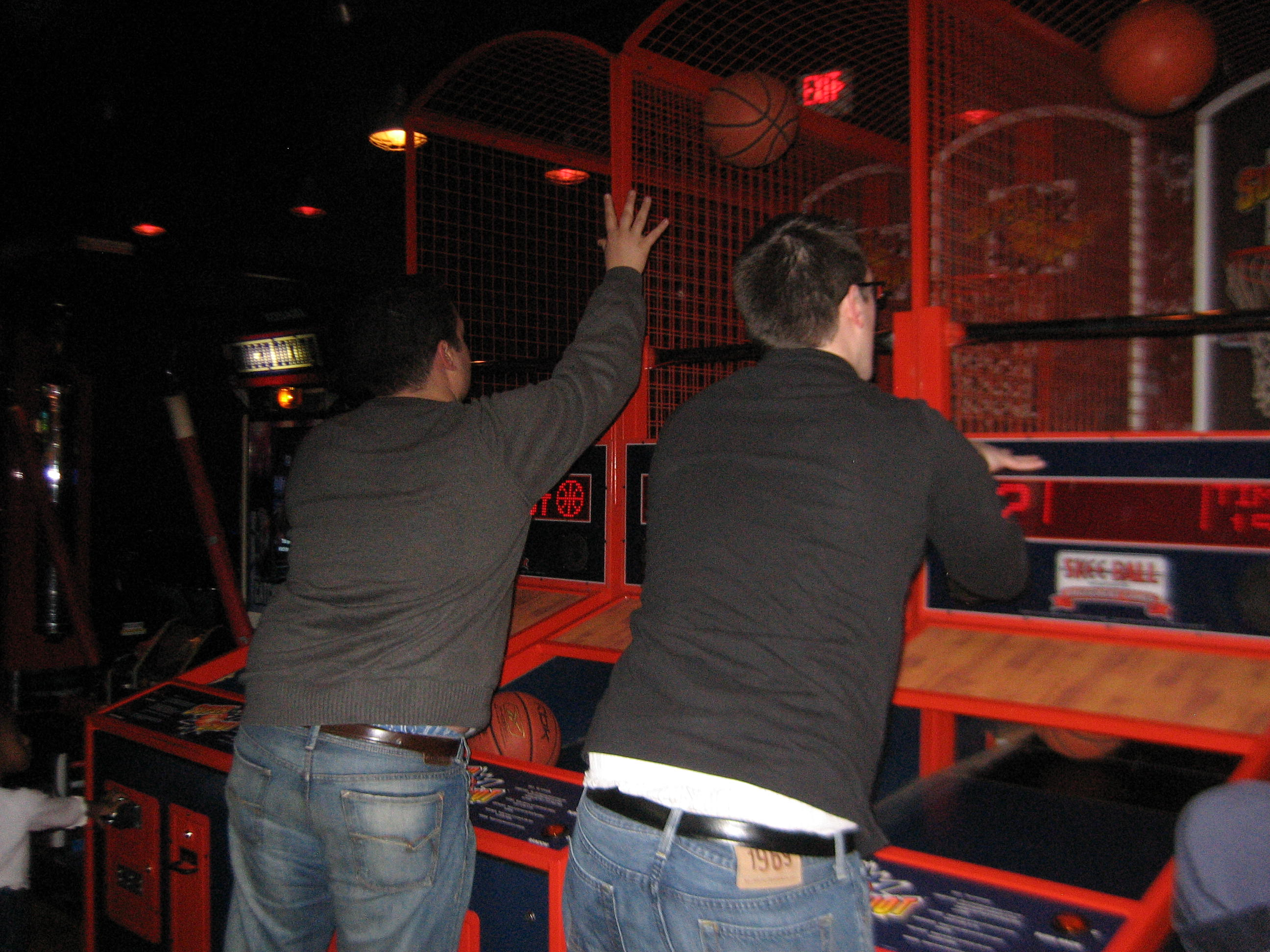 How many points did Brian & Dave earn by playing this basketball game?