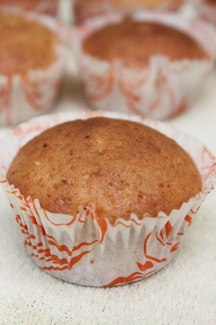 vanilla cupcake,basic vanilla cupcake,easy quick simple vanilla cupcake