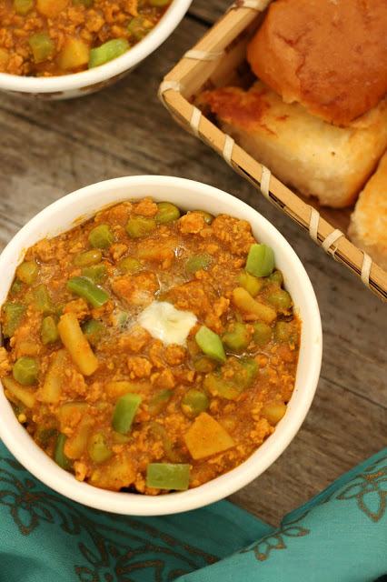 Chicken Kheema Pav Bhaji, chicken kheema