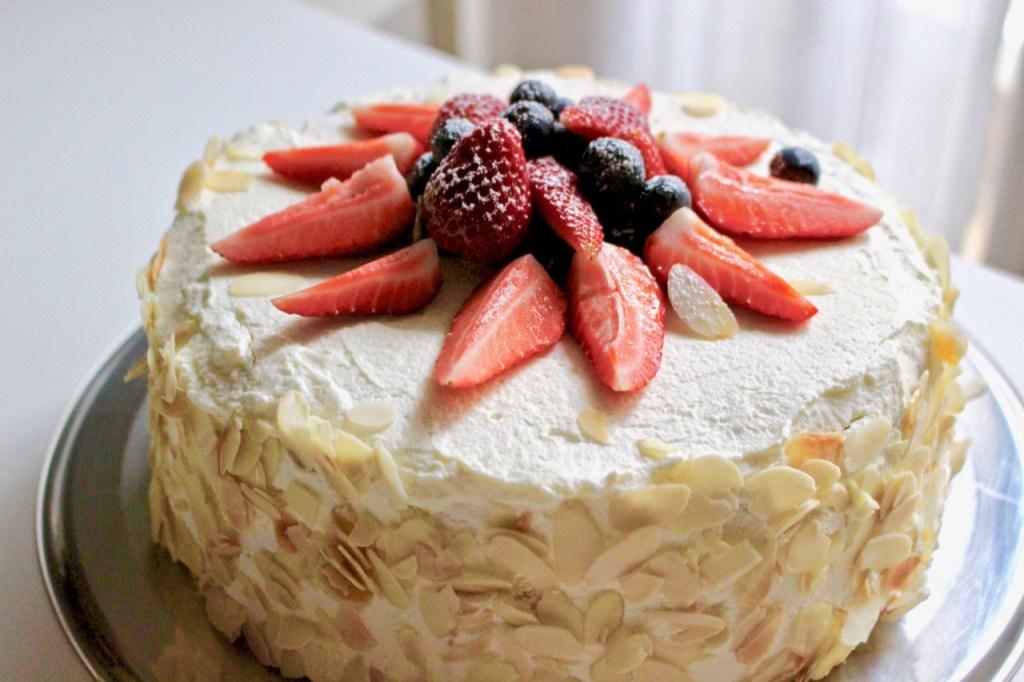 Sponge cake with berreis