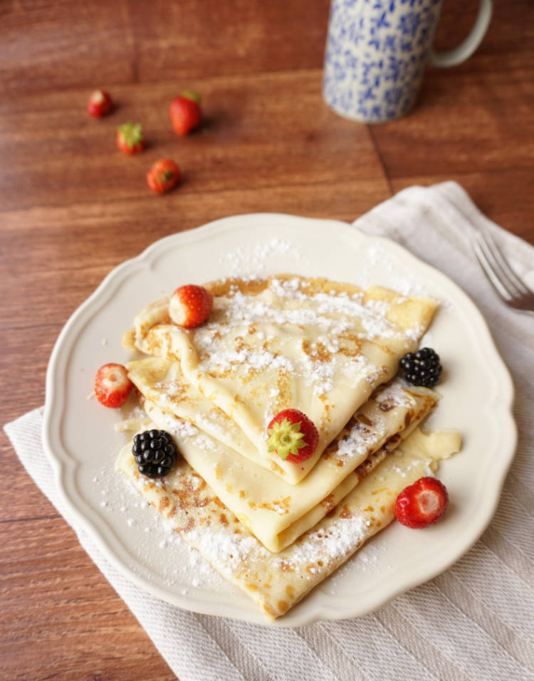 Frech crepes with fresh fruit