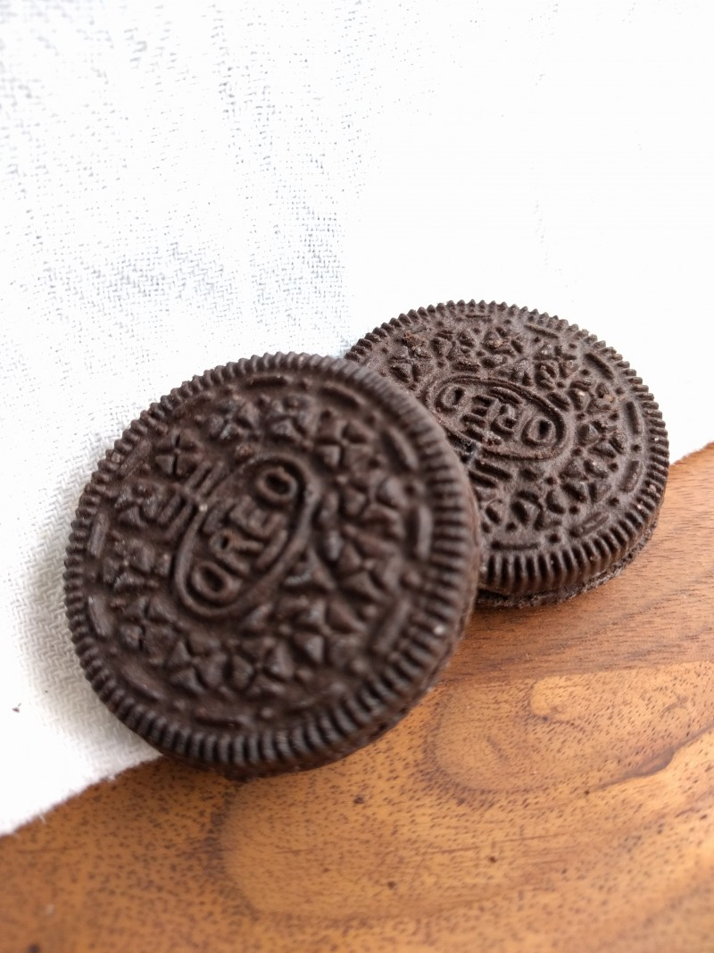 What makes Oreo cookies black – On cocoa powder science