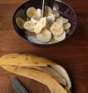 sliced banana with yoghurt