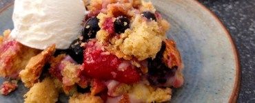 fruity crumble with ice cream