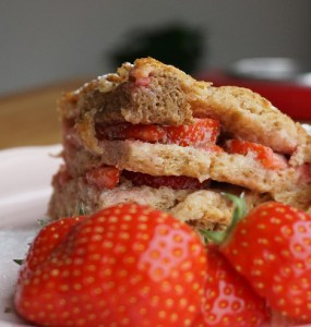 oven baked french toast with strawberries and icing sugar