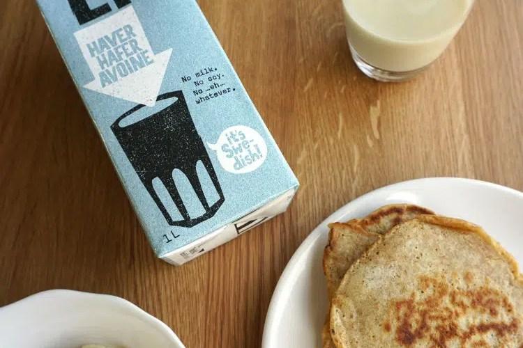 Oatly pancakes with Oatly milk