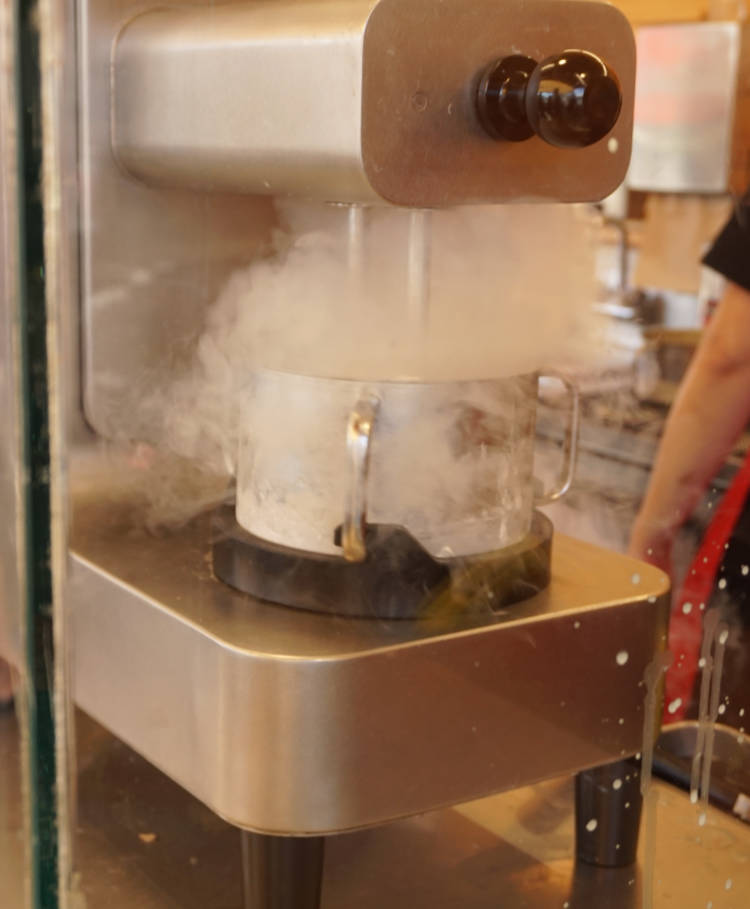 Making ice cream with liquid nitrogen – Growing ice crystals