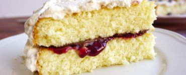 Genoise cake with jam, nutella and cream