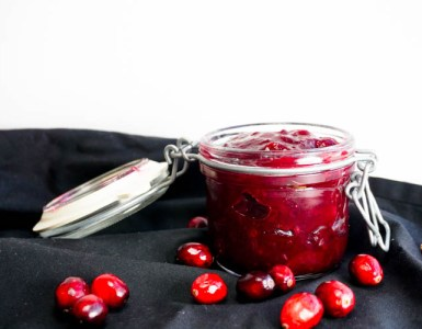 cranberry jam with fresh cranberries