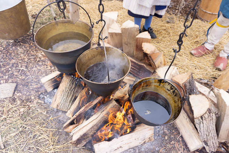 old fashioned maple syrup cooking