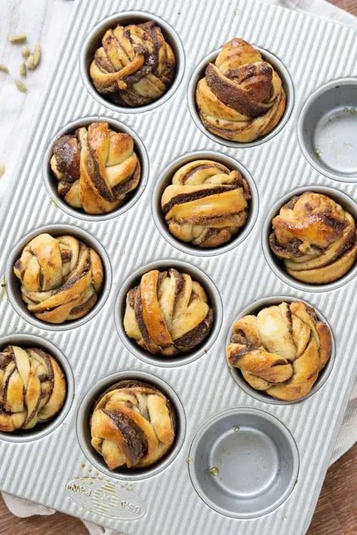 kardamummabullar in muffin tray