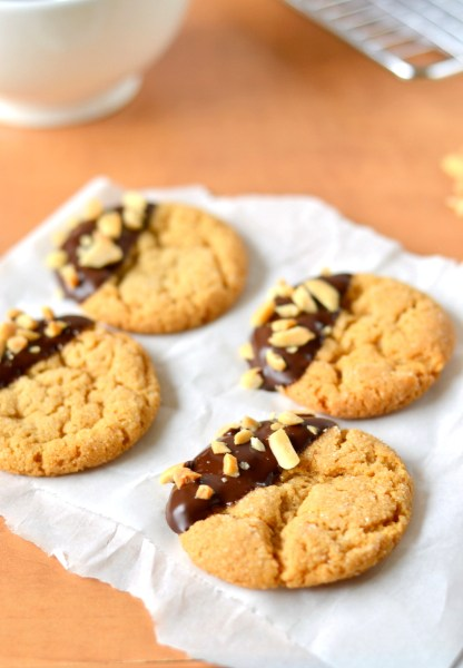 chocolate-dipped-flourless-peanut-butter-cookies-3