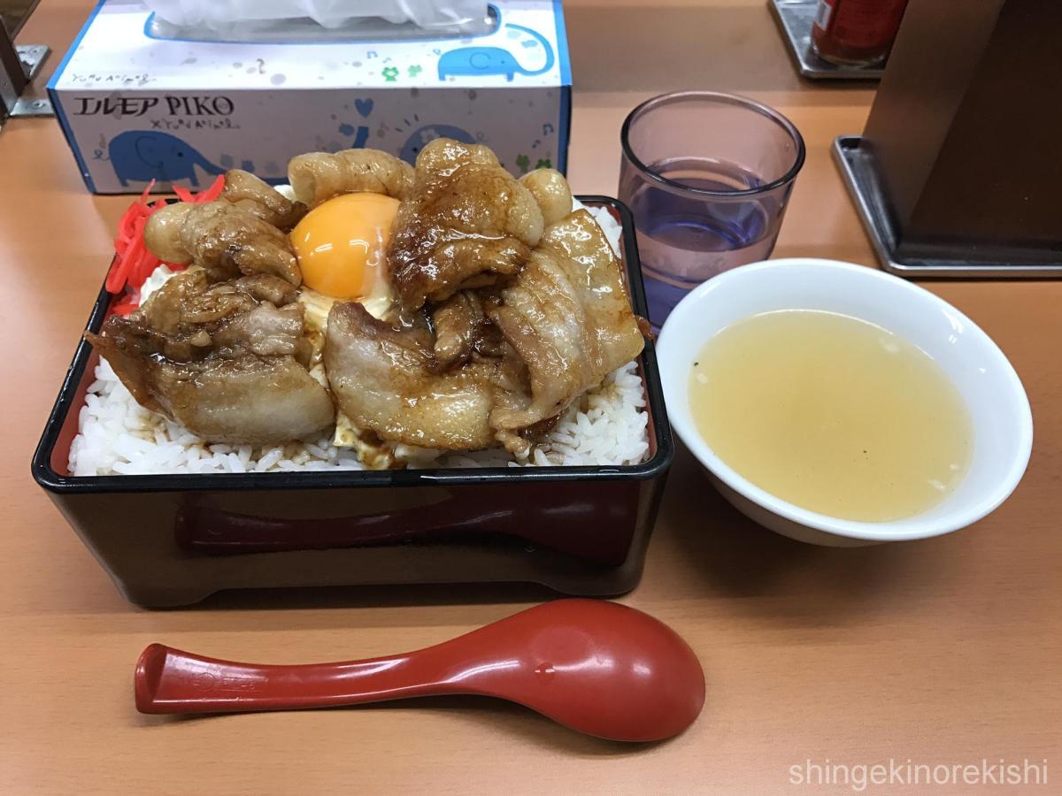 御茶ノ水デカ盛り!「立川マシマシ5号店」で焼肉重+タルタル層!