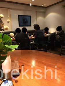 東京深夜グリーンカレーメナムのほとり神保町本店店舗テラススクエア大手町丸の内ガーデンタワーシンハービールレッドカレー激辛辛さたけのこ平日タイ料理女性男性カオマンガイトムヤムクン有名人気
