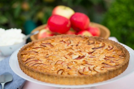 How to make apple and almond tart